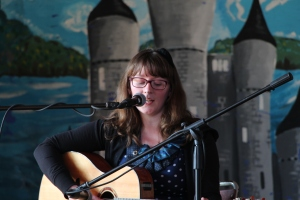 Locla musicians such as Miriam Donohue played in the breaks between the sessions.